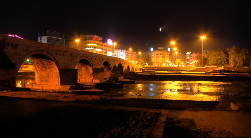Skopje_by_night